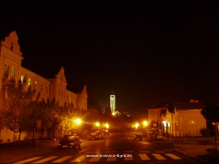Slika grad Lipik po noći
