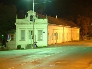 Slika grada Lipika po noći