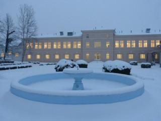 Slika bolnica Lipik fontana pod snijegom