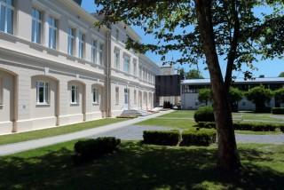 Dvorište u proljeće bolnica Lipik