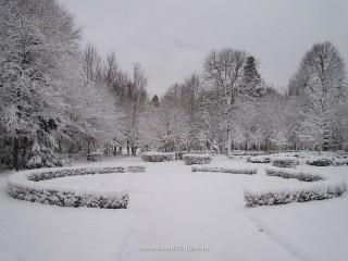 Slika park bolnice pod snijegom