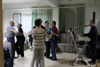 Slika večernje druženje ples i glazba