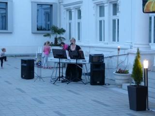 Slika ljetna terasa restorana ples i glazba
